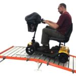 oprijplaat-met-platform-in-de-praktijk-met-scootmobiel