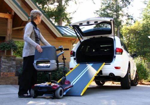 20170417083648loading-scooter-using-ramp-94